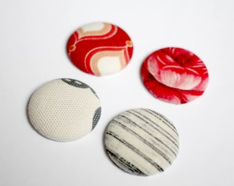 Set of 4 magnets - fridge magnets - fridge button covered with fabric - fabric scraps - recycling