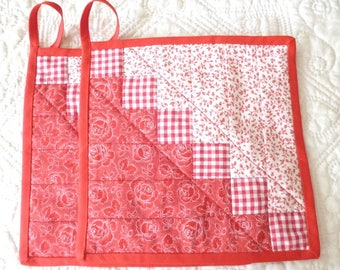 "Patchwork Potholders ""Stairs"" made from red and white designed Fabrics"