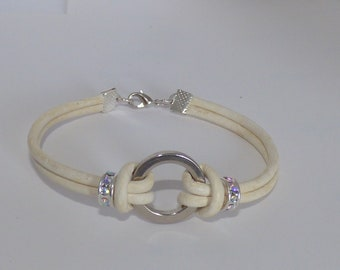 Beautiful Bracelet in cream leather and its rings