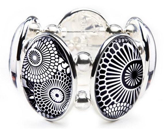 Kyoto Black & White Five-Cameo Stretch Bracelet