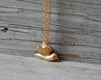 Tiny bird necklace, Little dove necklace, Dainty gold necklace, Dainty necklace, Everyday jewelry