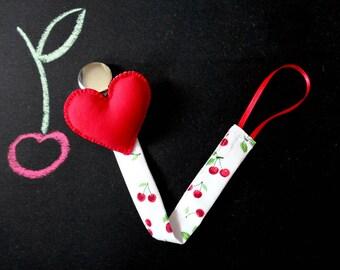 Attache tétine, rouge peluche coeur, shower de bébé cerise, coton imprimé, rouge blanc pince mannequin, cadeaux pour les mamans, cadeaux pour bébé, shower de bébé d'amour