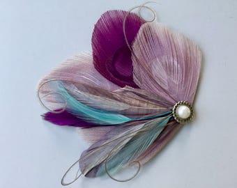 JANELLE lavande, pince à cheveux plume paon Turquoise, gris et violet raisin