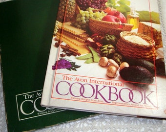 The Avon International Cookbook, Recipes from 29 Countries, Main Dishes, Salads, Dessert, England, Scotland, Canada, Brazil 1983  (163-10)