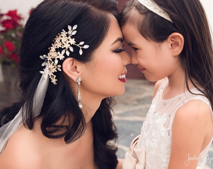 Bridal Hair Comb, Wedding Hair Comb, Gold Bridal Hairpiece, Wedding Hair Vine, Flower Hair Comb, Opal Bridal Headpiece, Wedding Hairpiece