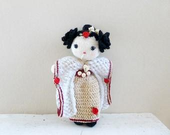 Knit geisha doll, geisha costume, gold kimono, stuffed doll, amigurumi doll, Geisha Aika