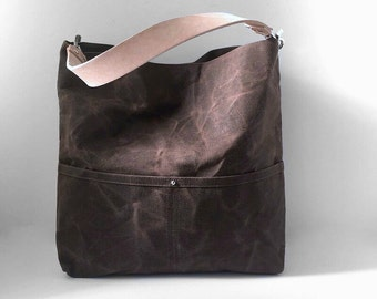 Shoulder Bag in Waxed Canvas