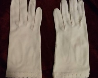 These are white evening gloves, size large.