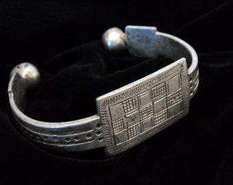CL112 - Antique Silver Bedouin Bracelet Egypt  Tribal Ethnic Collectors Silver Middle Eastern Bracelet