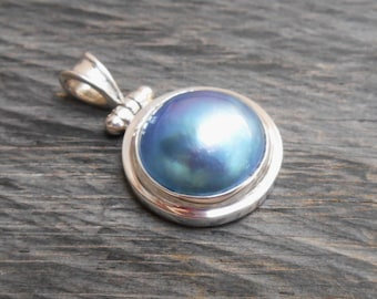 Balinese sterling silver blue Mabe Pearl Pendant / silver 925 / Bali handmade jewelry.