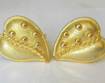 YOSCA Vintage Bold Chunky Heart-Shaped Stylized Leaf Gold Tone Clip Earrings