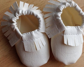 Moccaloos- White baby Moccasins-Size 0,1,2,3,4,5