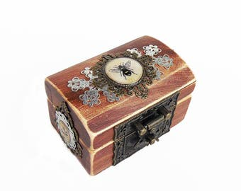 Engagement Ring Box - Honey Bee - Queen Bee - Cottage Chic Rustic Ring Bearer Box - Bee Keeper