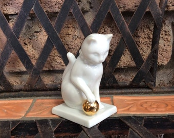 Blanc de Chine Franklin Mint Curio Cat Collection 1988 White Cat