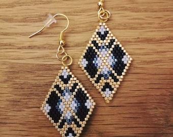 Diamond weave brick stitch black and grey