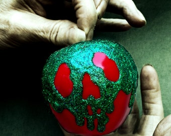 Snow White's Poisoned Apple, Prop Replica, Halloween Decor
