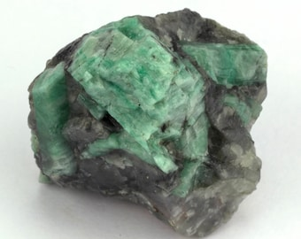 Raw emerald stone of 109 grams with matrix of black mica and quartz.