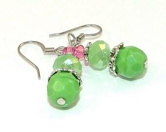 SOLDES - printemps rose et vert en verre tchèque et boucles d'oreilles cristal