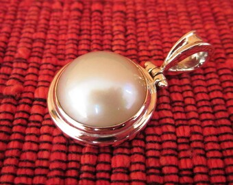 Balinese sterling silver white Mabe Pearl Pendant / silver 925 / Bali handmade jewelry / 1.25 inch long / (#270K)