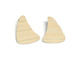 Vintage Enamel Cream Color Pierced Earrings Vintage Pierced Earrings Vintage Enamel Earrings Vintage Stud Earrings Cream Jewelry