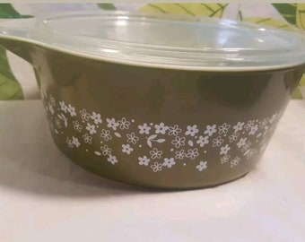 Vintage Pyrex Crazy Daisy Spring Blossom 475 Casserole with Lid