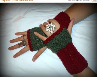 The Rose & Thistle Fingerless Texting Gloves. Red Green Crochet Arm Warmers Handmade Victorian Christmas Texting Gloves Victorian Christmas