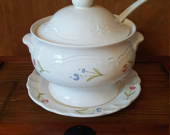 Pfaltzgraff Garden Soup Tureen with Ladle
