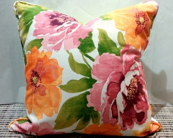 "24""x24"" Indoor/ Outdoor Pillow Cover with Invisible Zipper - Large Floral Print with Green Lattice Print Back"