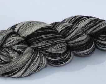 KAUNI Estonian Artistic Wool Yarn Black White  8/1