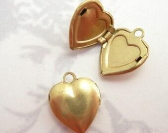 Vintage Brass Heart Lockets (6x) (L516)