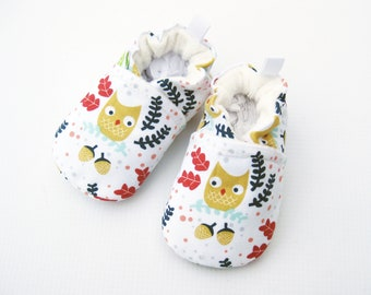 SALE Small Classic Owls in the Oaks/ All Fabric Soft Sole Baby Shoes / Ready to Ship / Babies