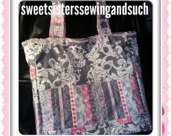 Scrapbook tote with lots of pockets for all your scrapbooking items to carry with you to and from class
