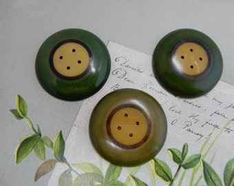 3 Large Matching 2-Piece Celluloid Painted Green Buttons   PAW19