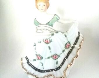 Lovely Figurine Vintage Lady