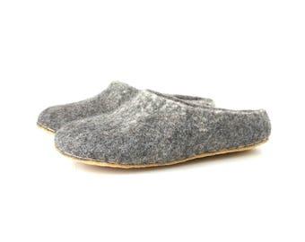 Felted wool clogs - wool felt slippers - natural wool slippers - Organic wool shoes - grey felt slippers - felted men women slippers