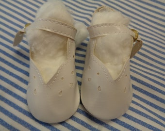 """Classy Style White Leather Doll Shoes  Vintage Doll Shoes  SIZE 3- Fits Apple valley Dolls 22"""""""