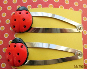 Ladybug barrettes-Little girls hair clips-lady bug-Childrens-Young girls Bobby pins-cute hair clips-kids birthday gifts-toddlers snap clips