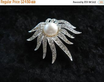 ON SALE Vintage Tara Rhinestone Brooch Pin Retro Collectible Costume Jewelry 60s