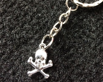 Skull and crossbones pirate keychain
