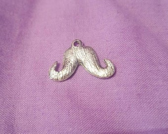 4 Pendants/Charms in the shape of a whisker