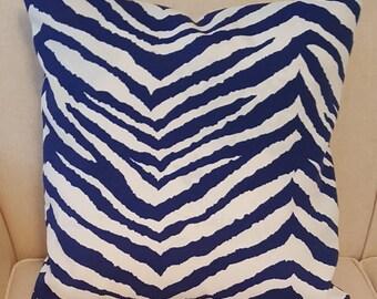 Terrasol Indoor/Outdoor Zebra Navy and White Pillow Cover with Hidden Zipper