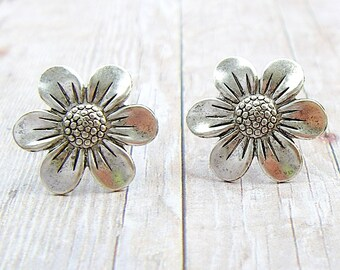 Zinnia - antique silver plated post earrings