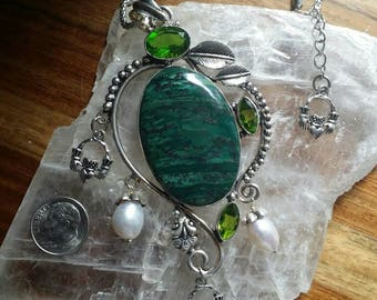 Silver & Pewter Malachite Peridot Crystal Ornate Irish Claddagh Charm Necklace