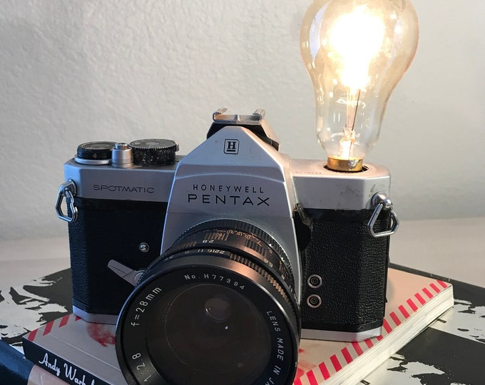 35MM Camera Accent lighting. Perfct Gift for photographers. Vinatge lamp