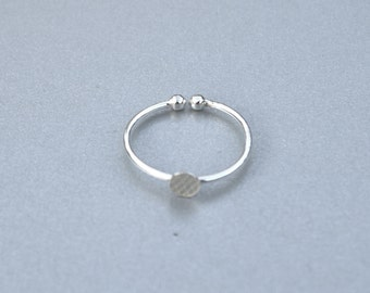 Sterling silver adjustable ring base. 1,2 mm wire adjustable ring blank with 5mm pad. Stackable ring blank. Thin band with pad.