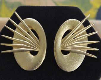 Funky Vintage Large Gold tone Pierced Earrings, 80's (R12)