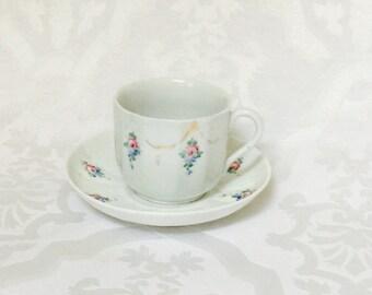Antike mittleren europäischen antike Kaffee Tee-Tasse und Untertasse frühen 1900er Jahren weiß schöne Blumenmuster