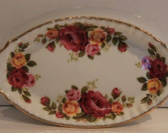 Cottage Rose Dish Small Pink Oval Pin Trinkets Soap Butter Candy Display Roses Gilt Vintage