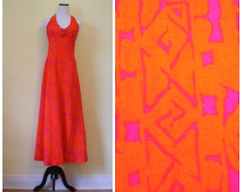 80s tiki halter maxi dress in eye popping orange-red and tropical fuchsia pink. Hawaiian island girl vacation halter dress, size S.