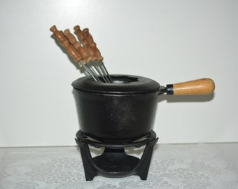 Vintage Black Cast Iron Fondue with Wooden Handle/Lid/Stand and Six Wood & Stainless Steel Serving Forks/Indoor/Outdoor/Cookouts/Party